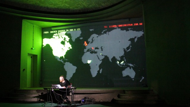 Performances audiovisuelles : Attack me please at 2.432 GHz, The Pirate Cinema et Spam lifts us...
